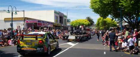Browns Bay shopping district was packed to capacity on a beautiful summer day. Everyone was eager to catch all the floats.